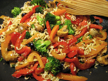 Vegetarisk wok med glasnudlar